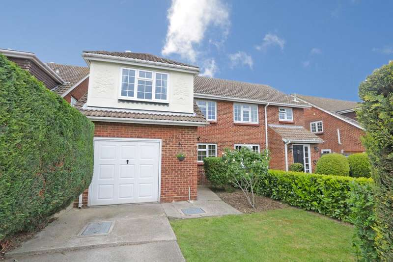 4 Bedrooms Semi Detached House for sale in Glebelands, Benfleet SS7