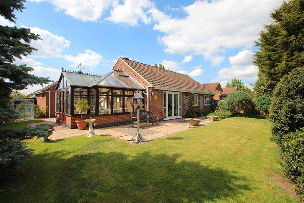 3 Bedrooms Detached Bungalow for sale in Lindum Close, Syston, LE7