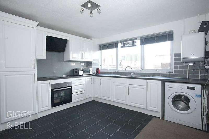 3 Bedrooms Terraced House for sale in Trident Drive, Houghton Regis, Dunstable, Bedfordshire, LU5