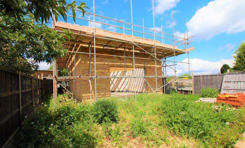 3 Bedrooms Detached House for sale in Hadley Road, Dursley, Gloucestershire, GL11 6LU