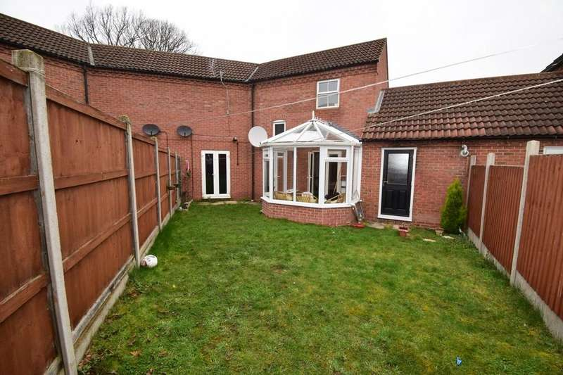 3 Bedrooms Semi Detached House for sale in Oxon Way, Rowlatts Hill, Leicester