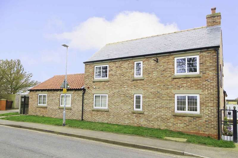 6 Bedrooms Bungalow for sale in Sands Lane, Barmston, Driffield, North Humberside, YO25