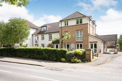 2 Bedrooms Flat for sale in St. Michaels Court, Bishops Cleeve, Cheltenham, Gloucestershire