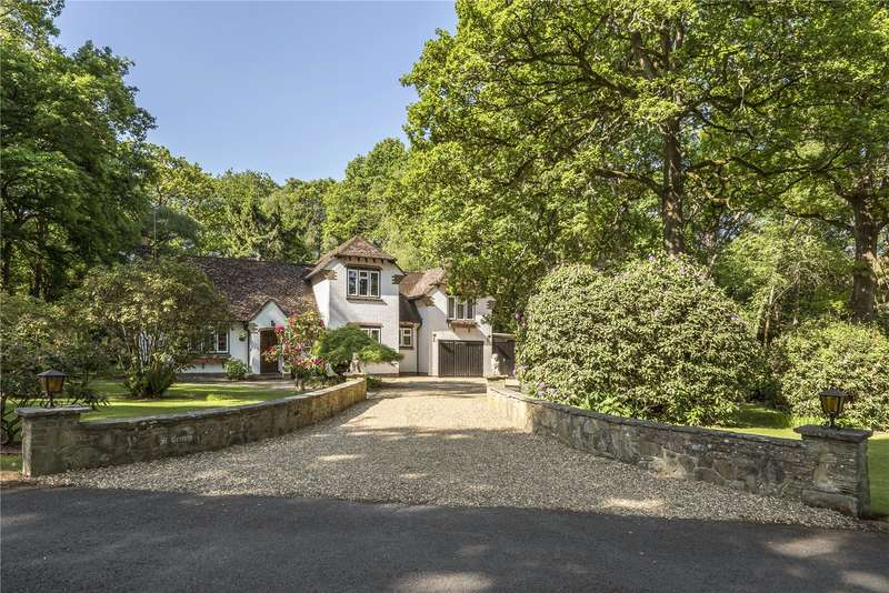 4 Bedrooms Detached House for sale in Old Forge Wood, Crawley, West Sussex, RH10
