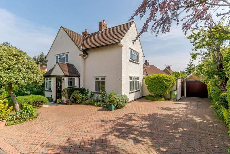 3 Bedrooms Detached House for sale in South View, Letchworth Garden City, SG6