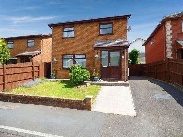 4 Bedrooms Detached House for sale in Julian Heights, Fleur de Lis, Blackwood, Caerphilly
