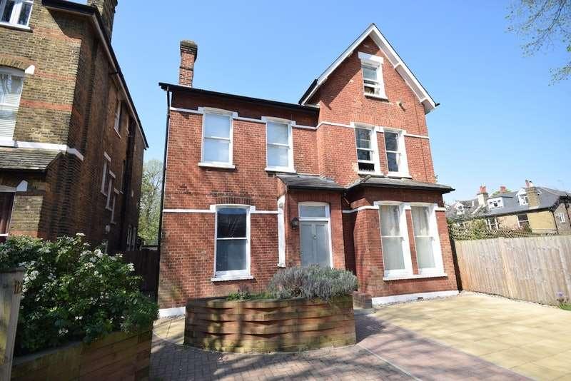 2 Bedrooms Flat for sale in Birch Grove, London, London, SE12