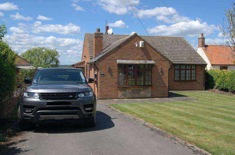 3 Bedrooms Detached Bungalow for sale in Church Street, Foston