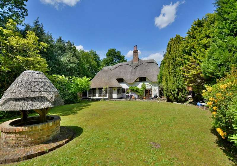 5 Bedrooms Cottage House for sale in Riverside Road, West Moors, Dorset, BH22 0LQ