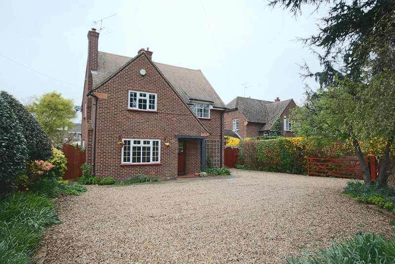3 Bedrooms Detached House for sale in Court Close, Near Bray, Maidenhead