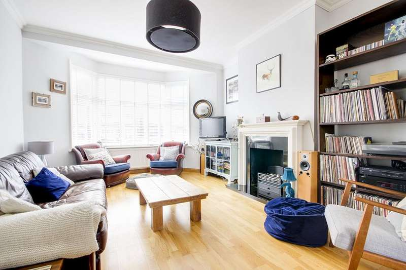 4 Bedrooms Property for sale in Hawthorn Avenue, Palmers Green, London, N13