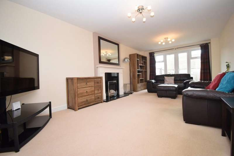4 Bedrooms Detached House for sale in Copgrove Close, Hamilton, Leicester