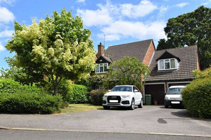 4 Bedrooms Detached House for sale in Chervil Way, Burghfield Common, Reading, RG7