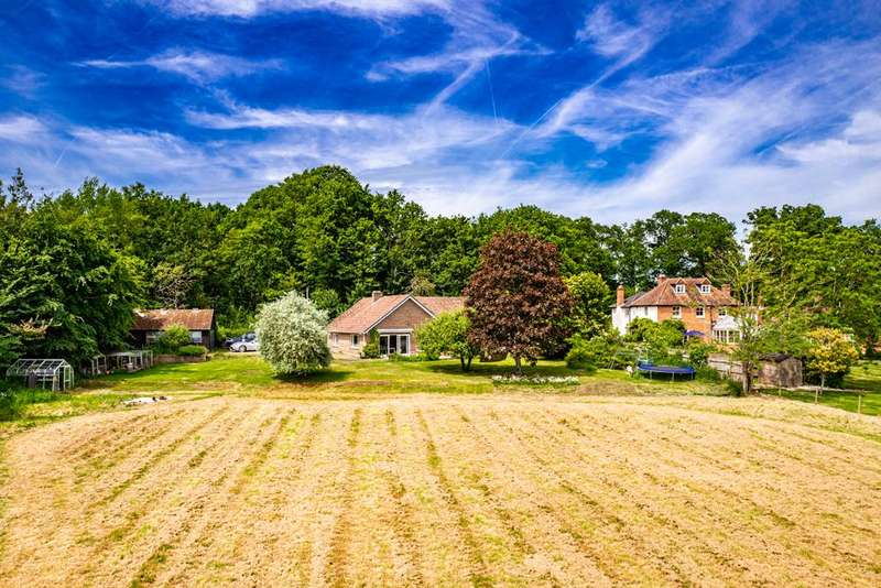 4 Bedrooms Detached House for sale in Bucklebury Chase, Bucklebury Common, RG7