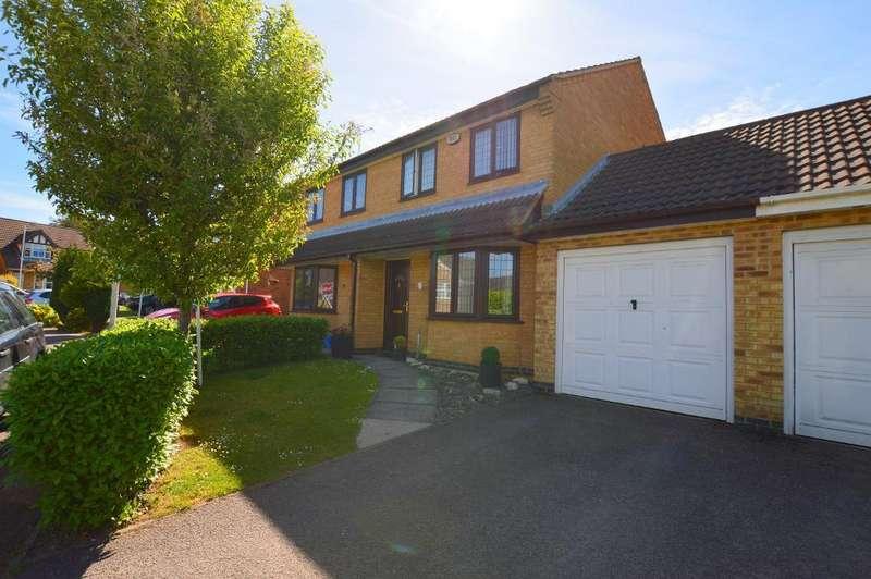 3 Bedrooms Semi Detached House for sale in Lambourn Drive, Bushmead, Luton, Bedfordshire, LU2 7GQ