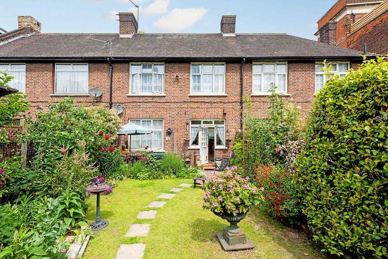 3 Bedrooms Cottage House for sale in Malam Gardens, London