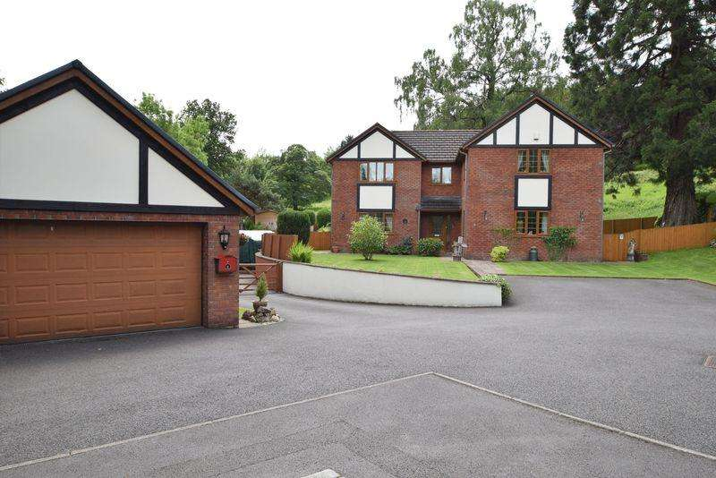 5 Bedrooms Detached House for sale in Snatchwood View, Pontypool
