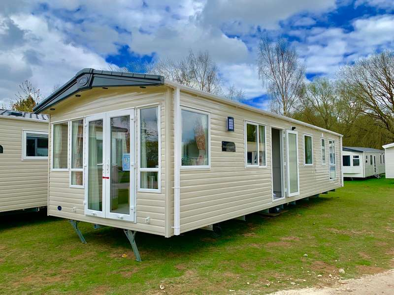 3 Bedrooms Caravan Mobile Home for sale in Whitecliff Bay Holiday Park, Isle Of Wight