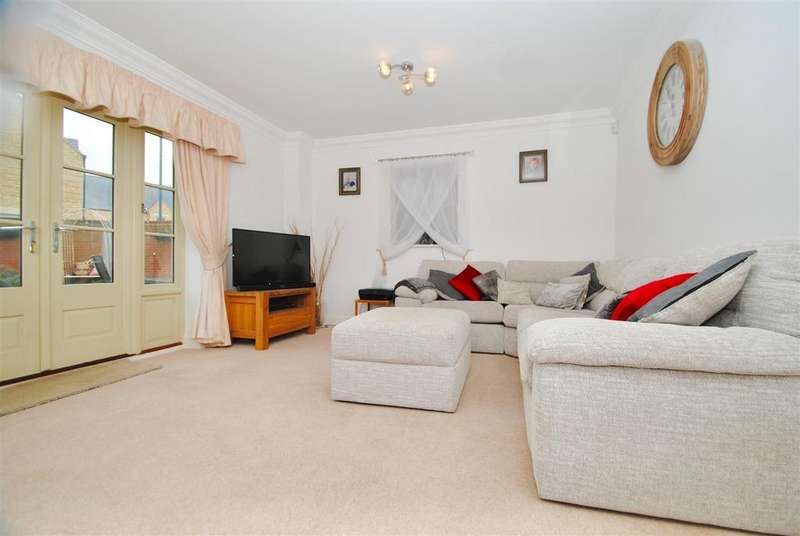 4 Bedrooms Semi Detached House for sale in Matthews Walk, Cirencester