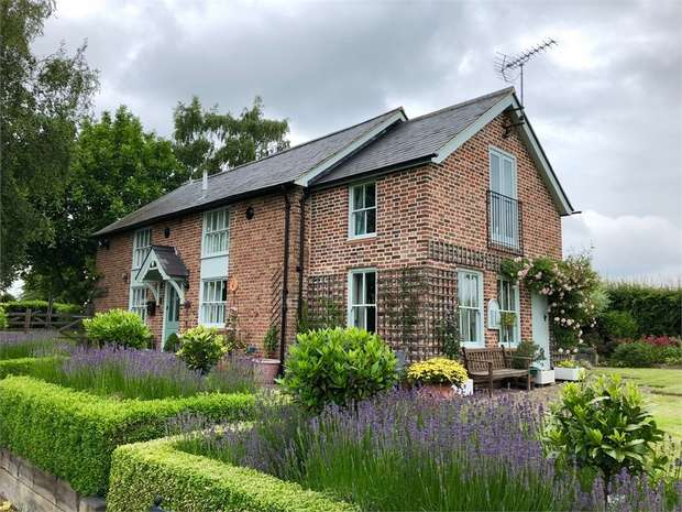 3 Bedrooms Detached House for sale in Rodmersham Green, Rodmersham, SITTINGBOURNE, Kent