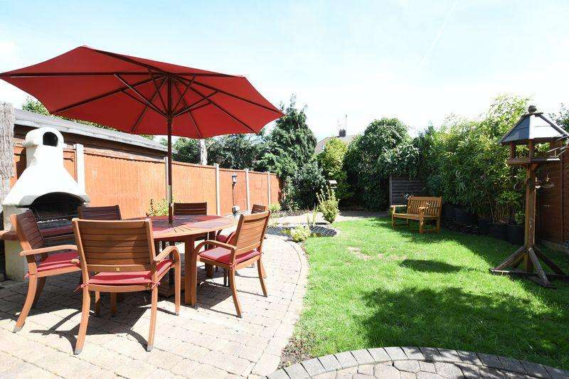 4 Bedrooms Semi Detached House for sale in Keith Way, Southend-On-Sea ** Unexpectedly available again **