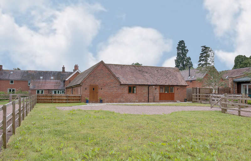 3 Bedrooms Unique Property for sale in Harvest Barn, Gorcott Hill, Beoley, Redditch, B98 9ET