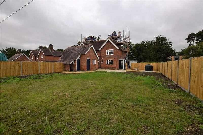 3 Bedrooms Semi Detached House for rent in Travellers Corner Cottage, West End Road, Mortimer, RG7