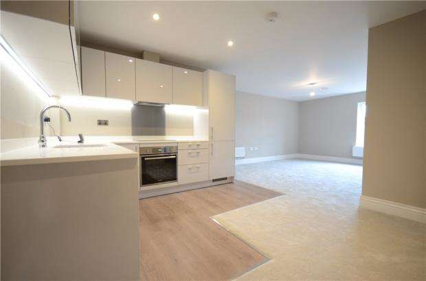 Apartment Flat for sale in Castle Crescent, Reading, Berkshire