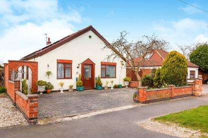 2 Bedrooms Bungalow for sale in Liberty Road, Glenfield, Leicester, Leicestershire