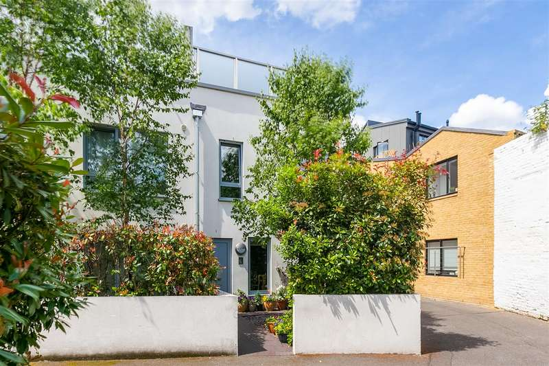 3 Bedrooms Mews House for sale in Wendell Mews, London