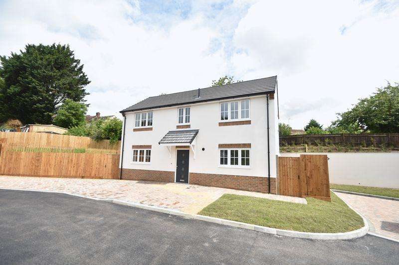 3 Bedrooms Detached House for sale in Colin Place