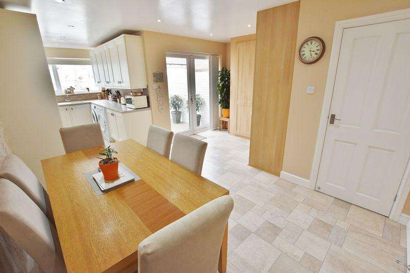 3 Bedrooms Detached House for sale in Worsley Road, Winton