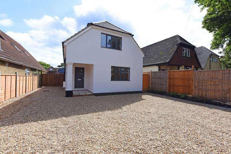 4 Bedrooms Detached House for sale in Ship Lane, Farnborough, GU14