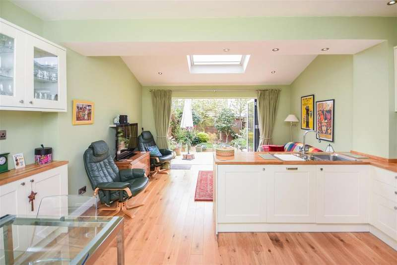 2 Bedrooms House for sale in PRINCE GEORGES AVENUE - Two Bedroom Rear Extended Apostle with West Facing Garden