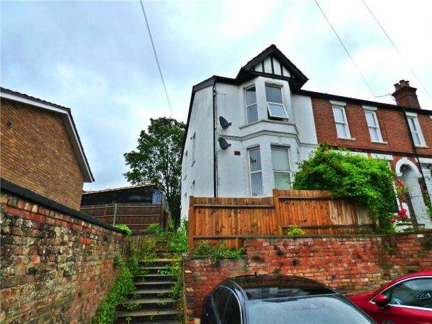 2 Bedrooms Maisonette Flat for sale in Totteridge Road, High Wycombe, Buckinghamshire