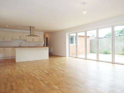 3 Bedrooms Bungalow for sale in Templecombe, Somerset