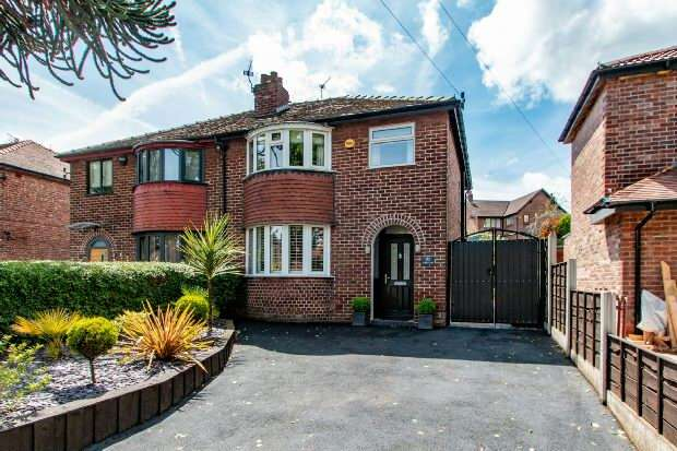 3 Bedrooms Semi Detached House for sale in Grove Lane, Hale