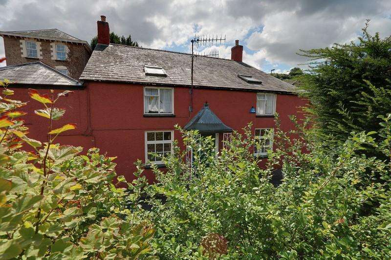 3 Bedrooms Detached House for sale in High Street, Blakeney, Gloucestershire, GL15