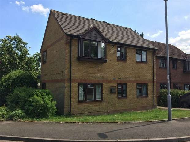 1 Bedroom Flat for sale in Pear Tree Close, Chessington