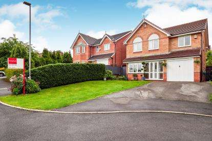 4 Bedrooms Detached House for sale in Rowans Close, Stalybridge, Cheshire, United Kingdom