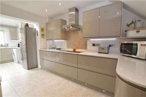 3 Bedrooms Semi Detached House for sale in Templar Road, Yate, BRISTOL, BS37 5TF