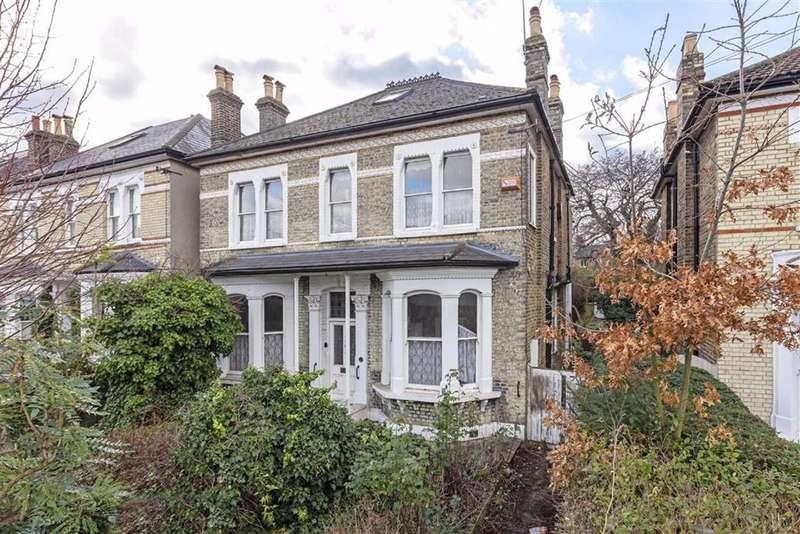 4 Bedrooms Detached House for sale in Endlesham Road, Balham