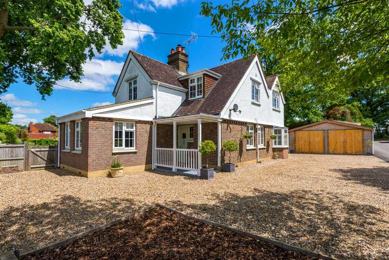 3 Bedrooms Detached House for sale in Bonnetts Lane, Ifield,