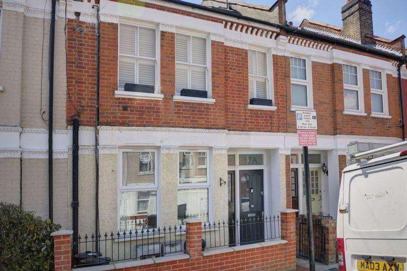 3 Bedrooms Maisonette Flat for sale in Huge Maisonette SW17