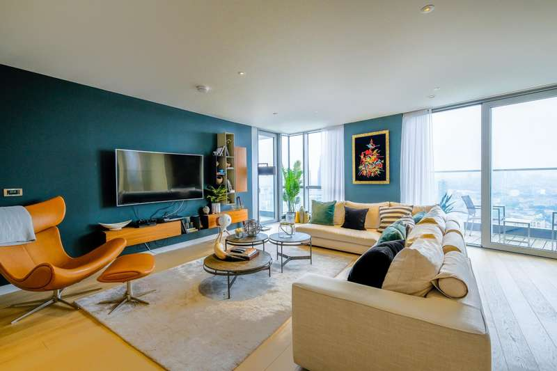 2 Bedrooms Penthouse Flat for rent in Apartment , Biscayne Avenue, E14