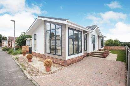 2 Bedrooms Mobile Home for sale in Hillcrest Caravan Site, Manor Road, Woodside, Luton