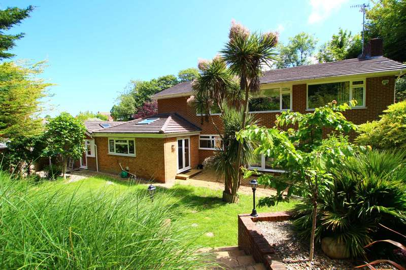 5 Bedrooms Detached House for sale in Ridgelands Close, Eastbourne, BN20 8EP
