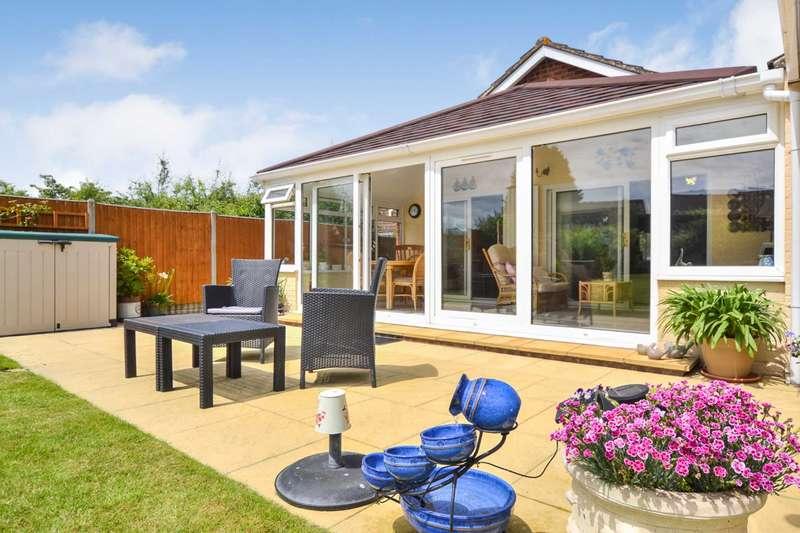 3 Bedrooms Bungalow for sale in Elmgrove Road West, Hardwicke, Gloucestershire