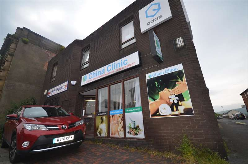 Commercial Property for rent in Rochdale Road, Shaw, Oldham