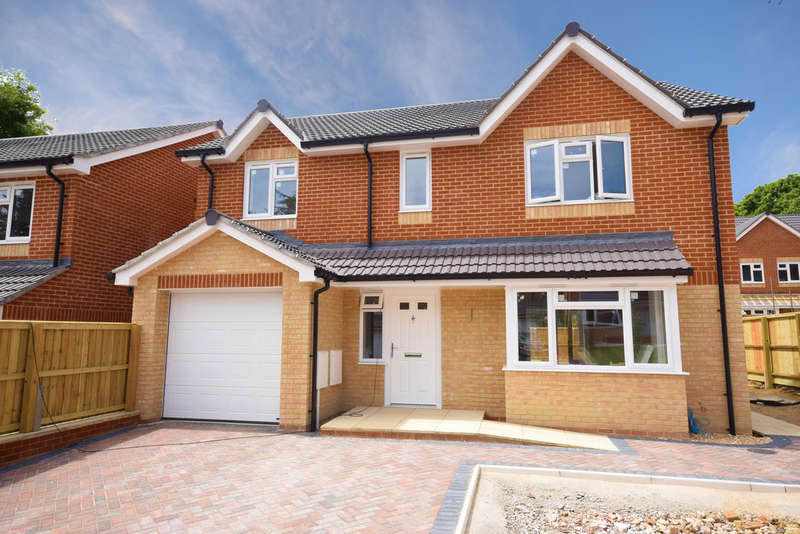 4 Bedrooms Detached House for sale in Hooke Close, Freshwater